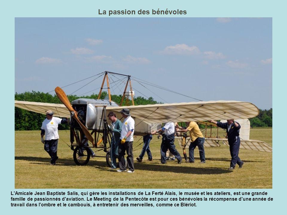 La piste aux étoiles A La Ferté est très certainement l endroit en France où l on peut trouver le plus de moteurs en étoile et de vieux avions.