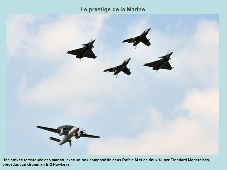 Le Rafale déchire le ciel Superbe attitude du Rafale de l Armée de l air durant sa présentation solo, en fin de meeting.
