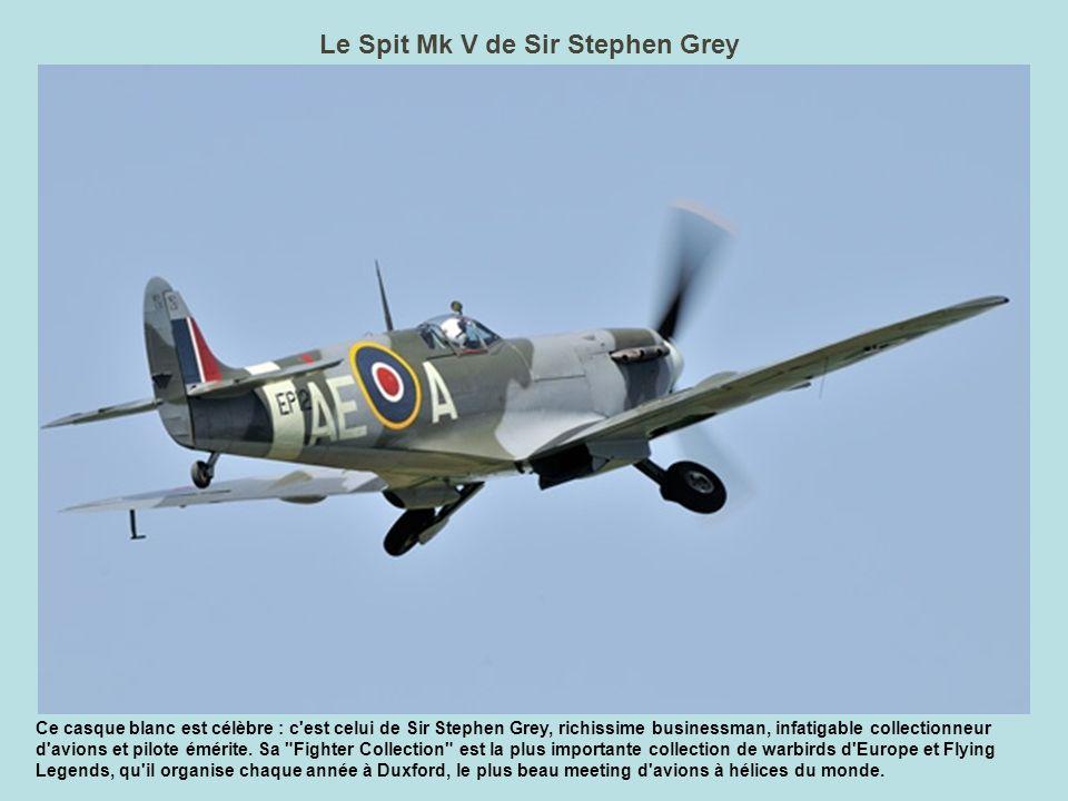 Les SEM en patrouille Deux Super Etendards Modernisés en formation serrée virent au dessus de La Ferté.