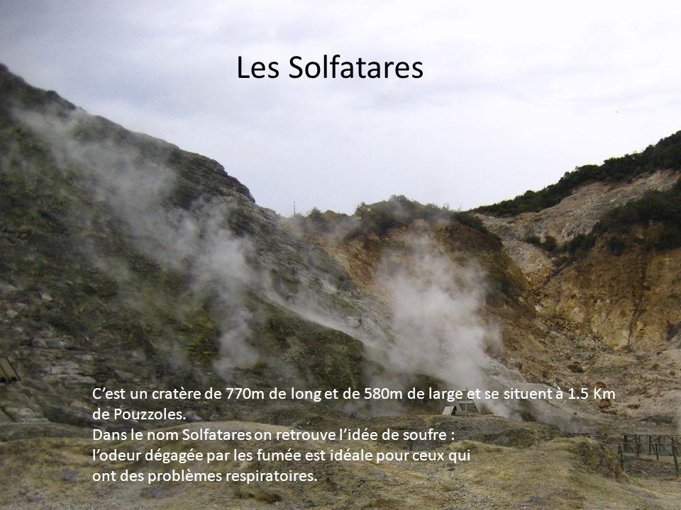 Les Solfatares Cest un cratère de 770m de long et de 580m de large et se situent à 1.5 Km de Pouzzoles. Dans le nom Solfatares on retrouve lidée de so