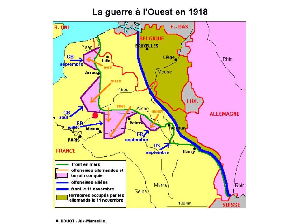 Le front russe La décomposition de l'armée s'aggrave en 1917. Des bandes de déserteurs errent à l'arrière des lignes, pillant et terrorisant les paysa
