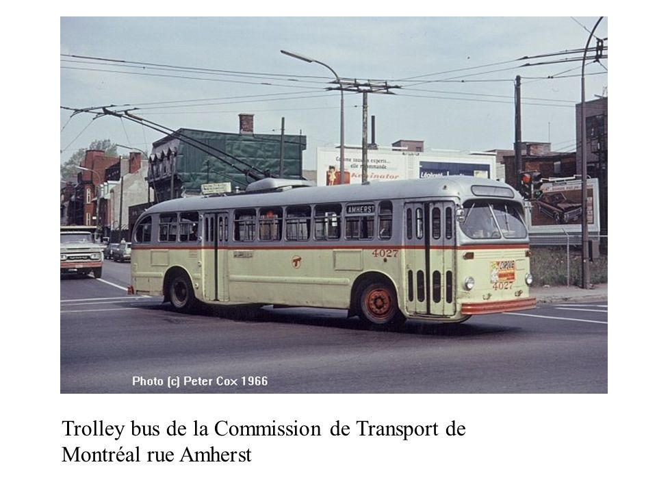 Trolley bus de la Commission de Transport de Montréal rue Amherst