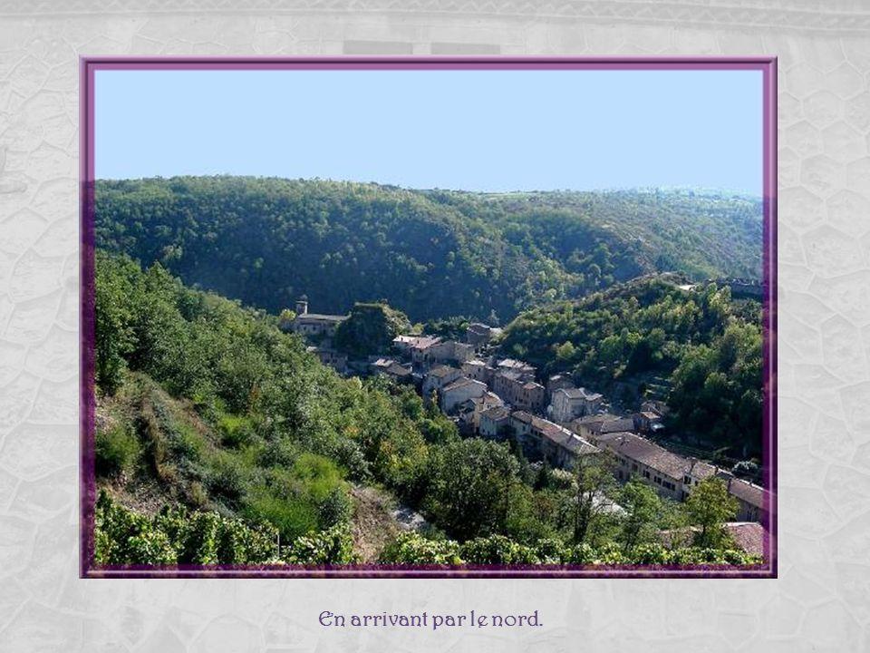 Malleval, cest un ravisant petit village médiéval de la Loire, classé village de Caractère par le Conseil Général. Il est situé dans le Parc du Pilat,