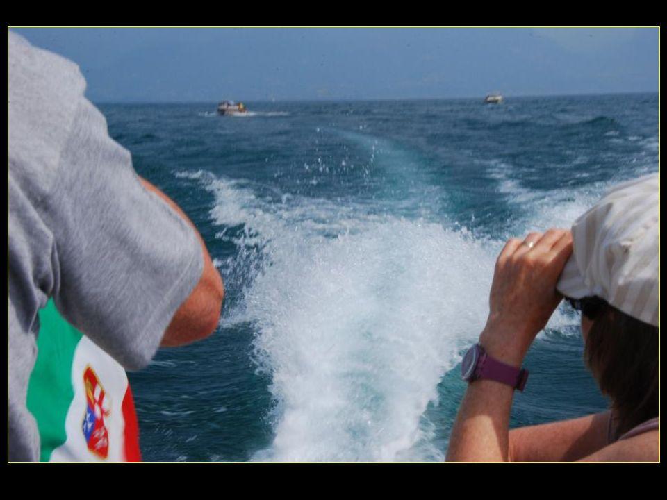Note bateau met alors les pleins gaz, et nous gagnons la course davec lautre bateau