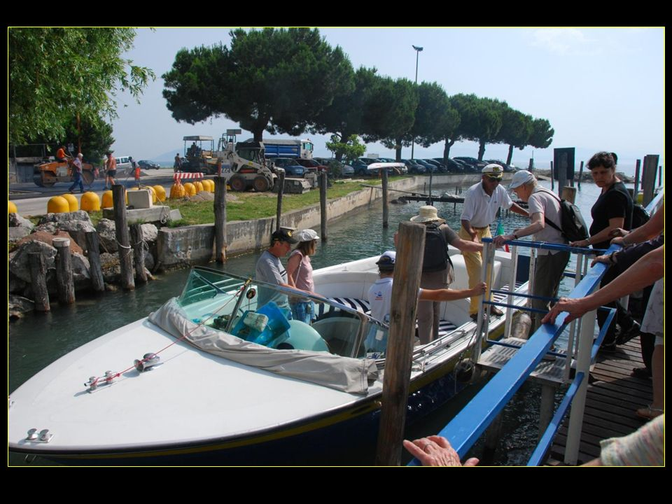 Embarquons de suite sur nos bateaux genre hors-bord afin deffectuer le tour de la presquîle