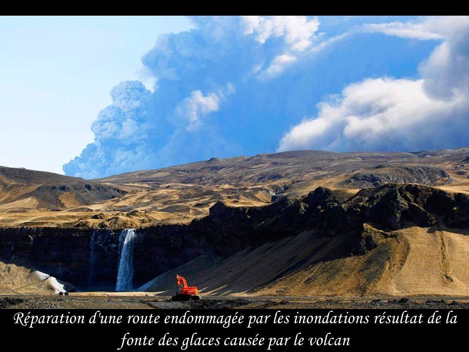 Morceaux de glace, résultat de l'inondation glaciaire provoquée par léruption volcanique