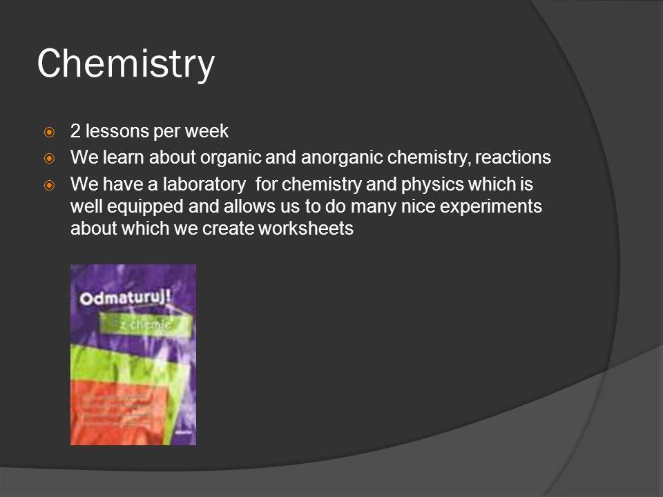 Physique 2 leçons par semaine Nous nous occupons de la thermodynamique, de lélectricité, des gaz idéaux Au lycée, il y un laboratoire pour la chimie et la physique avec un bon équipement Dans la majorité des cas, nous faisons des expériences plus faciles que nous pouvons faire dans la classe ordinaire Les informations sont presentées en forme des diaporamas ou en forme de lexplication selon un manuel