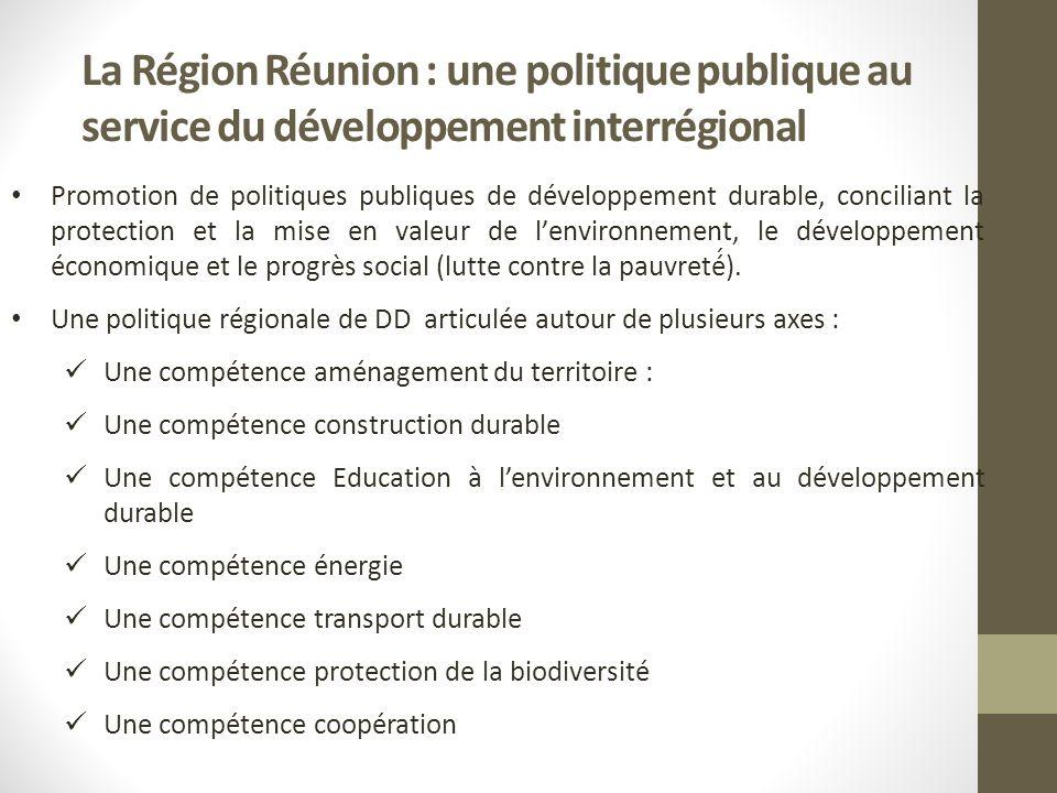 La Région Réunion : une politique publique au service du développement interrégional Promotion de politiques publiques de développement durable, conciliant la protection et la mise en valeur de lenvironnement, le développement économique et le progrès social (lutte contre la pauvreté́).