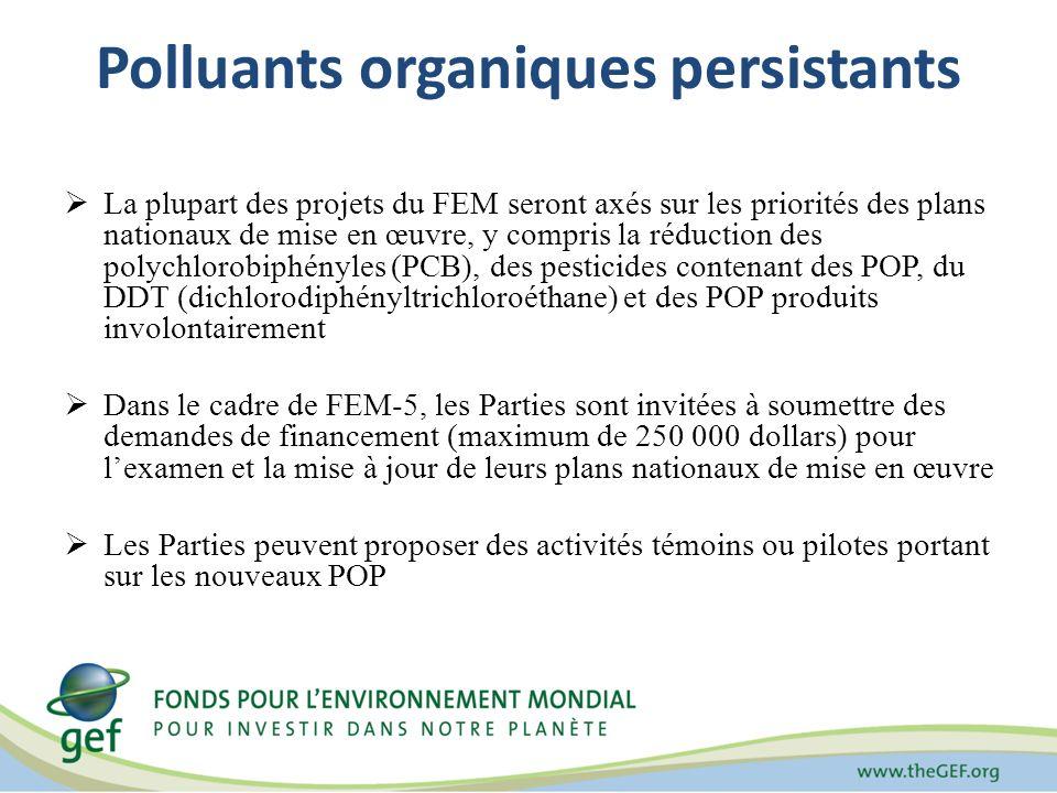 Polluants organiques persistants La plupart des projets du FEM seront axés sur les priorités des plans nationaux de mise en œuvre, y compris la réduction des polychlorobiphényles (PCB), des pesticides contenant des POP, du DDT (dichlorodiphényltrichloroéthane) et des POP produits involontairement Dans le cadre de FEM-5, les Parties sont invitées à soumettre des demandes de financement (maximum de 250 000 dollars) pour lexamen et la mise à jour de leurs plans nationaux de mise en œuvre Les Parties peuvent proposer des activités témoins ou pilotes portant sur les nouveaux POP