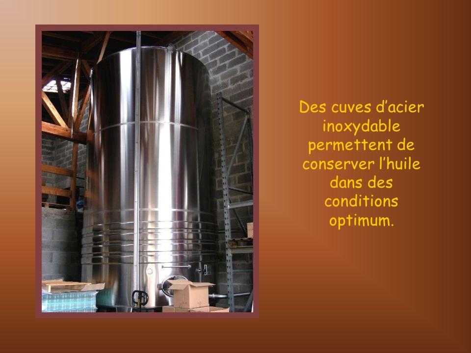 Lhuile obtenue est soumise à un décantage de quelques jours afin dassurer un maximum de clarté et qualité du produit.