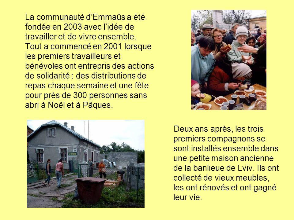La communauté dEmmaüs a été fondée en 2003 avec lidée de travailler et de vivre ensemble. Tout a commencé en 2001 lorsque les premiers travailleurs et