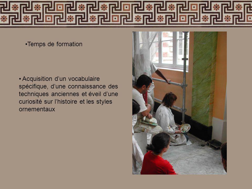 Acquisition dun vocabulaire spécifique, dune connaissance des techniques anciennes et éveil dune curiosité sur lhistoire et les styles ornementaux Tem