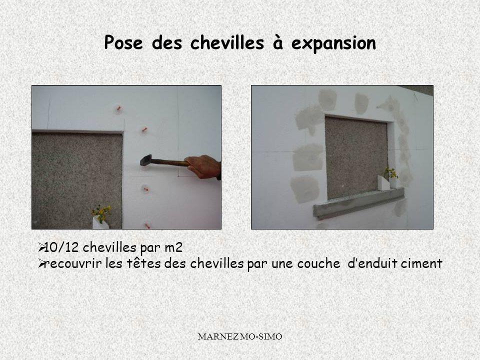 MARNEZ MO-SIMO Pose des panneaux de PSE Pour le système Calé Chevillé : fixer des chevilles à expansion dans les plots de colle réalisés la veille. Pr