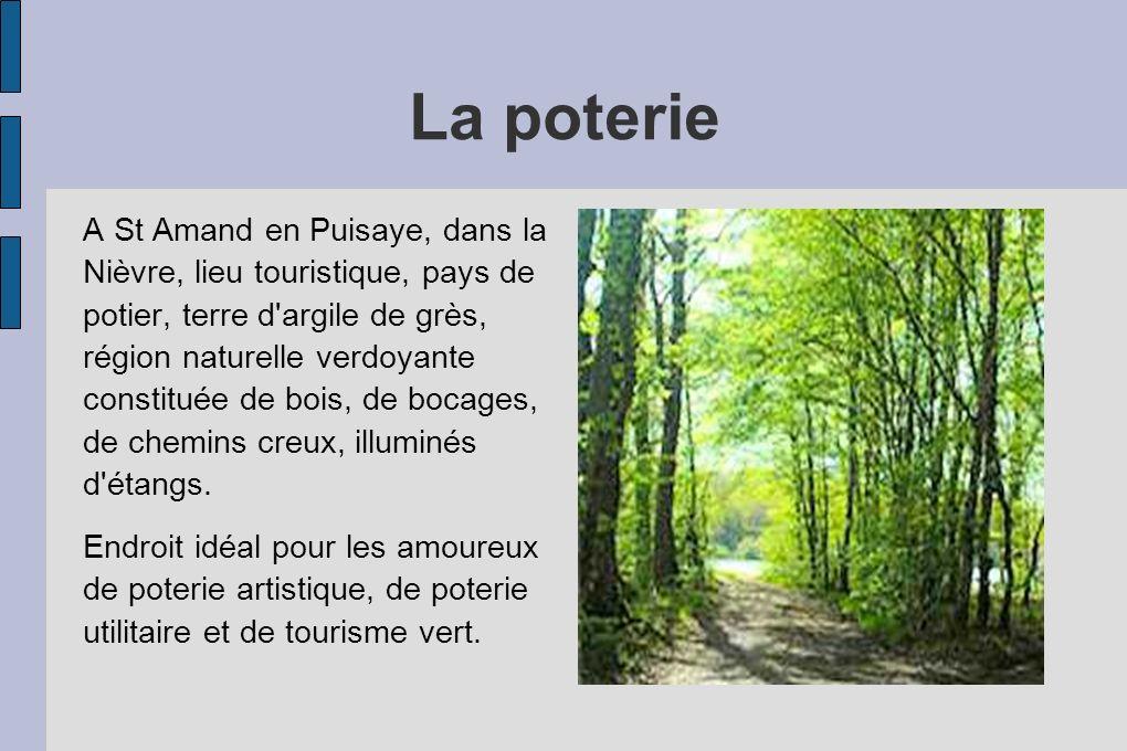 La poterie A St Amand en Puisaye, dans la Nièvre, lieu touristique, pays de potier, terre d argile de grès, région naturelle verdoyante constituée de bois, de bocages, de chemins creux, illuminés d étangs.