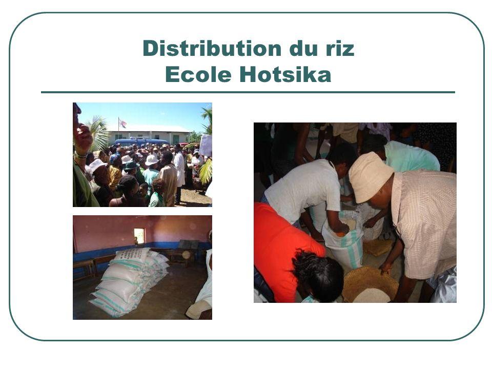 Distribution du riz Ecole Hotsika