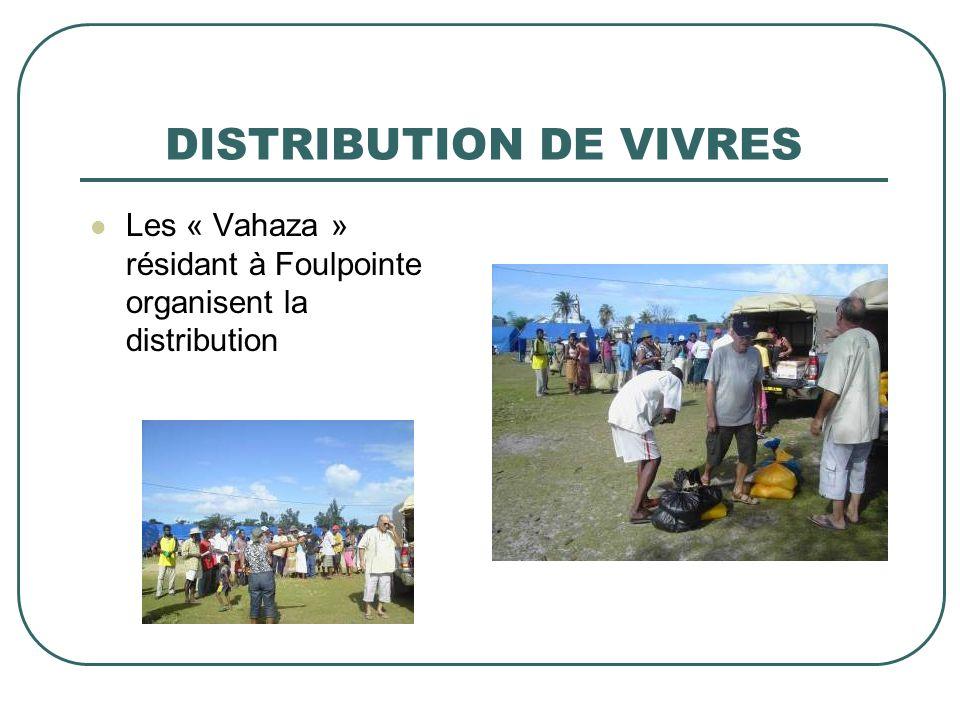 DISTRIBUTION DE VIVRES Les « Vahaza » résidant à Foulpointe organisent la distribution