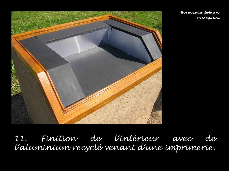 11. Finition de lintérieur avec de laluminium recyclé venant dune imprimerie. Horno solar de barro Oriol Balliu