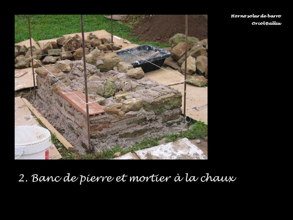 2. Banc de pierre et mortier à la chaux Horno solar de barro Oriol Balliu