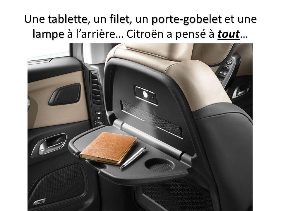 tablettefiletporte-gobelet lampe Une tablette, un filet, un porte-gobelet et une lampe à larrière… Citroën a pensé à tout…