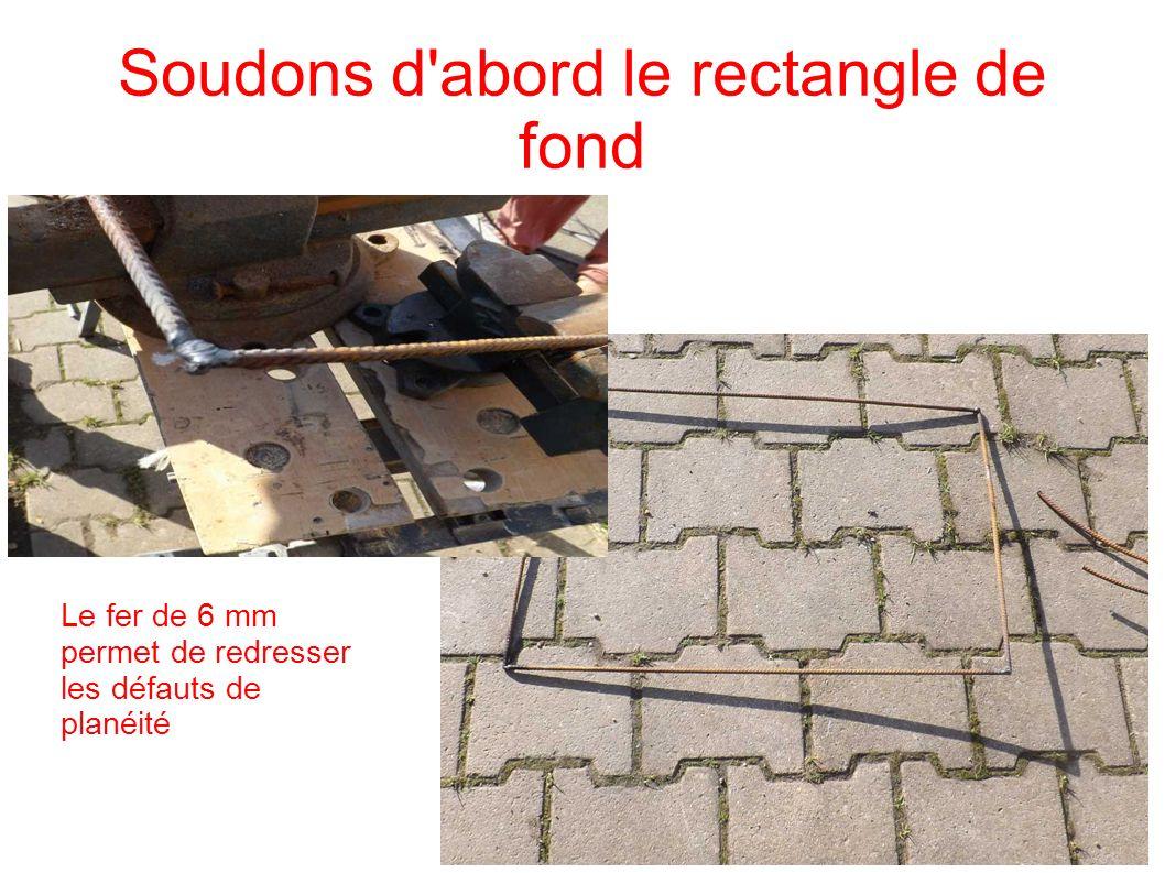 Soudons d'abord le rectangle de fond Le fer de 6 mm permet de redresser les défauts de planéité