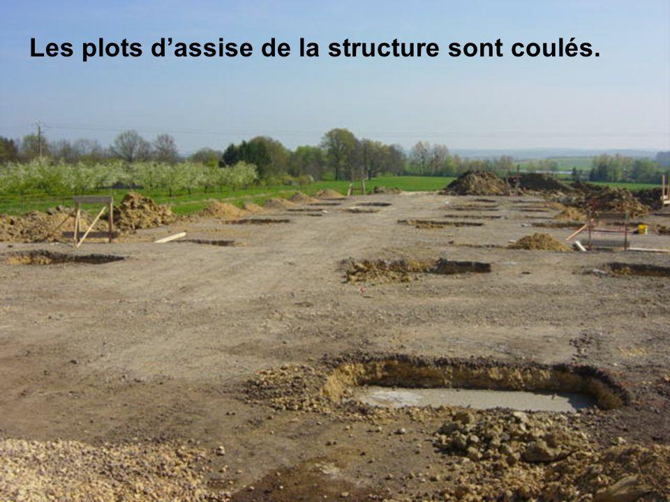 Les plots dassise de la structure sont coulés.