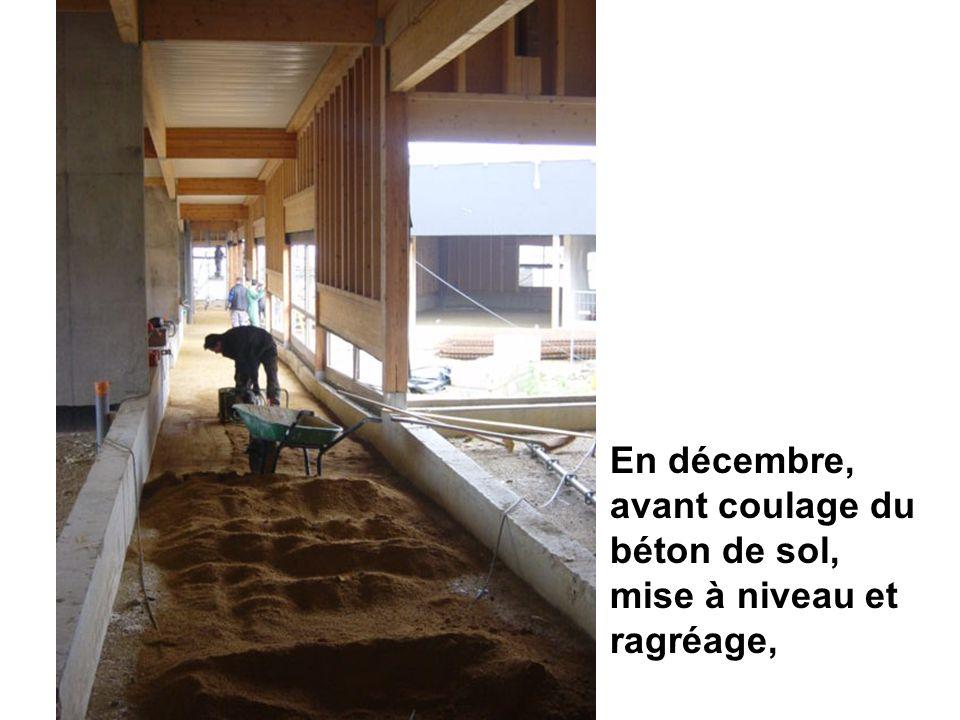 En décembre, avant coulage du béton de sol, mise à niveau et ragréage,