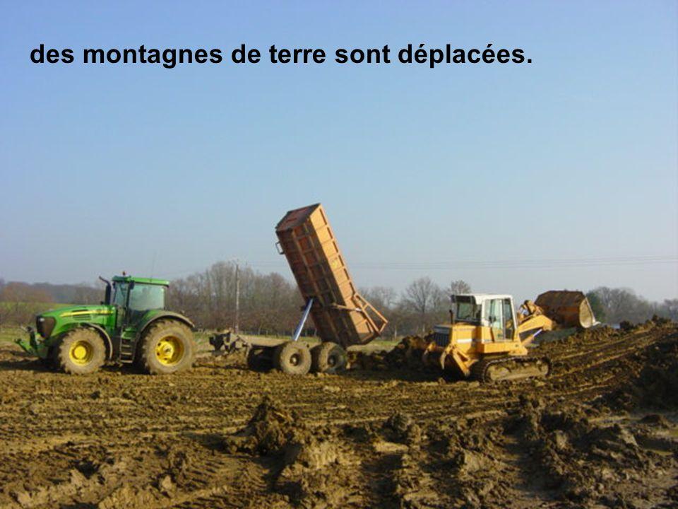 En mars, les géomètres sont sur le terrain pour limplantation des bâtiments.