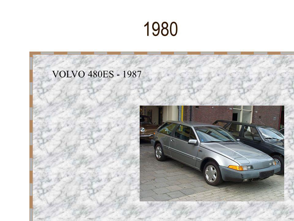 1972 La voiture est devenue un produit que pratiquement chacun peut s'offrir. II reste peu de familles qui n'en possèdent pas et la couleur devient al
