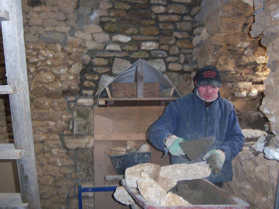Restauration dune ancienne deumeure dans les Cotes dArmor– Maconnerie generale Travaux realises par lentreprise de Maconnerie Generale Claude Le Dallour, St Juvat – 02–96–83–41-98