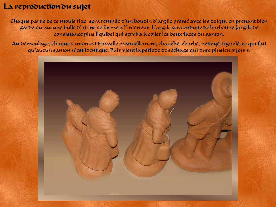 Fabrication du moule A partir du modèle (ici, un tonnelier) en argile non cuite, est préparé le moule mère en plâtre Le moule est fabriqué en deux par