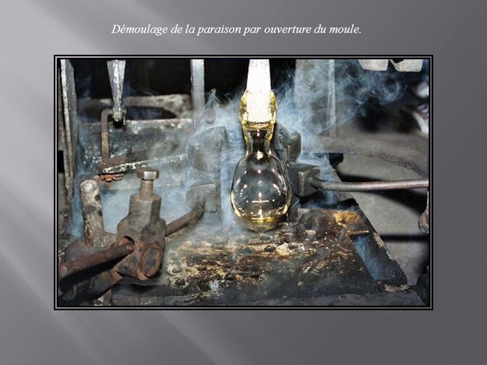 La fabrication d'un Broc, Carafe… Même procédé que pour le verre à jambe...