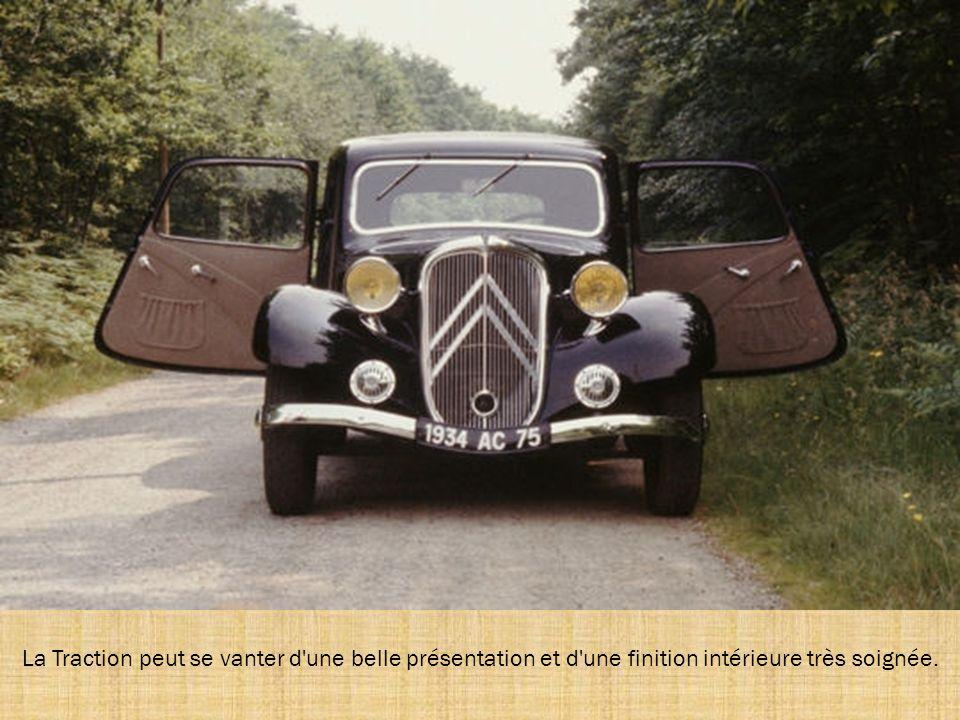 En 1954 a lieu l évolution significative : l apparition du système de suspension basé sur la technologie hydropneumatique, qui équipe la 15.