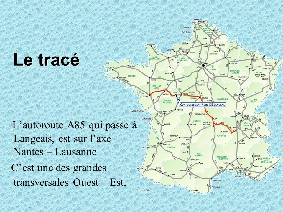 Le tracé Lautoroute A85 qui passe à Langeais, est sur laxe Nantes – Lausanne. Cest une des grandes transversales Ouest – Est.