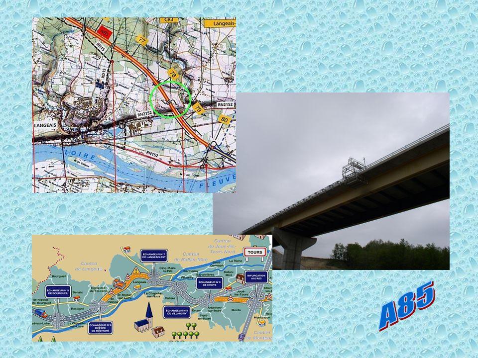 Le viaduc Louvrage construit près de Langeais permet de passer de la rive nord de la Loire au plateau situé 40m plus haut.