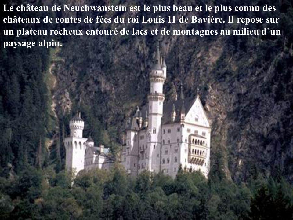 Le château de Hohenschwangau a été construit en l`espace de cinq années entre 1832 et 1836 pour le roi Maximilien 11 de Bavière sur l`emplacement d`une ruine de château fort datant du Moyen Âge.