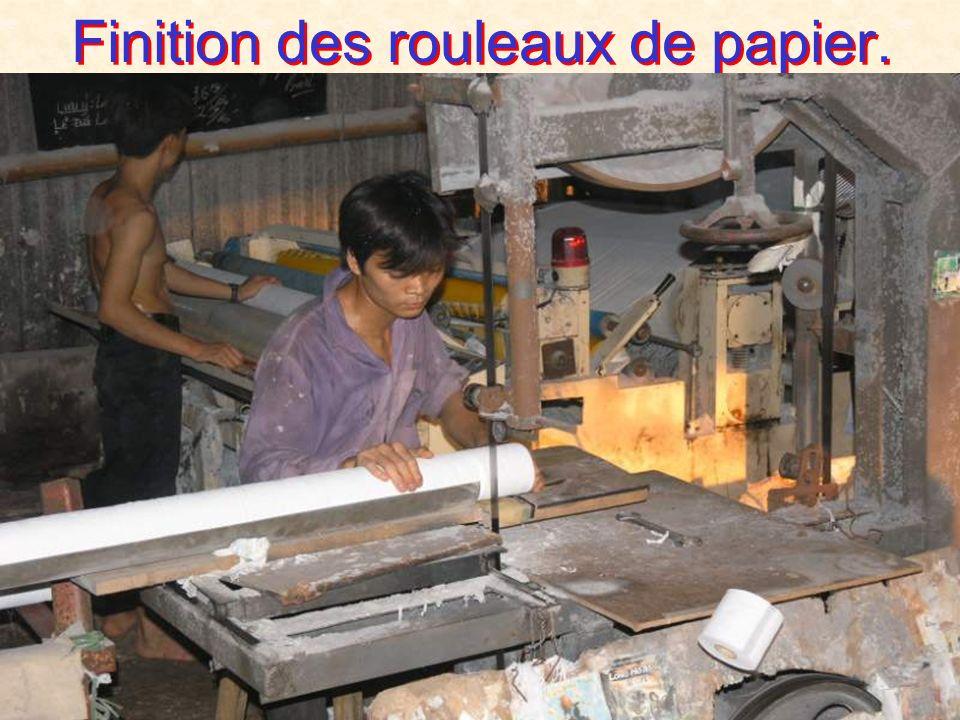 Convertion du papier sur rouleaux.