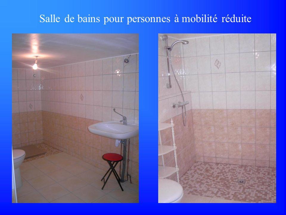 Salle de bains pour personnes à mobilité réduite
