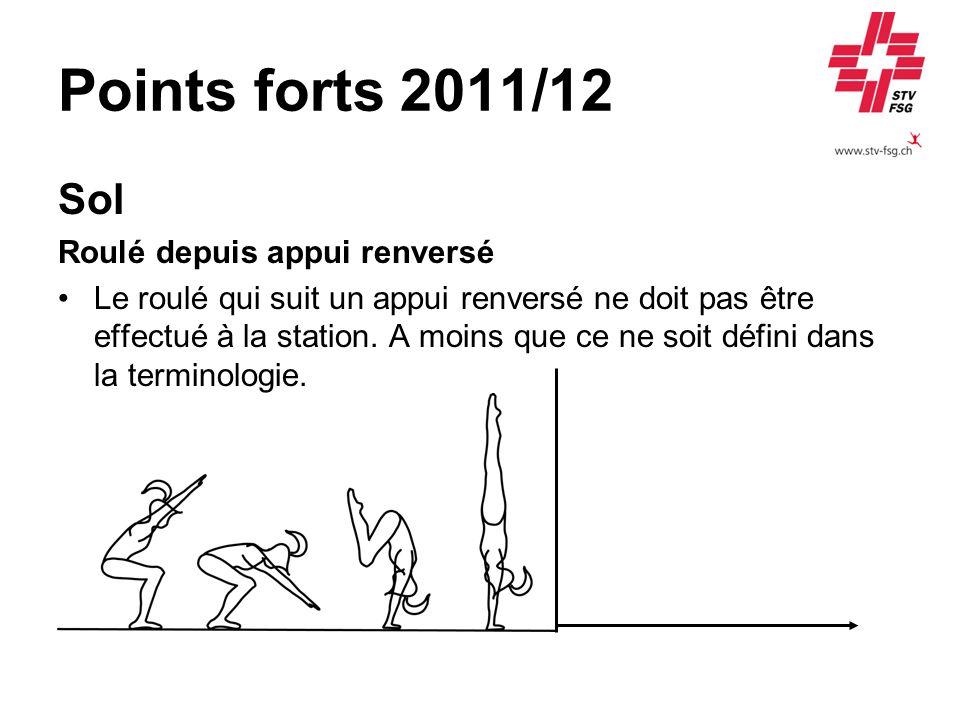 Points forts 2011/12 Sol Roulé depuis appui renversé Le roulé qui suit un appui renversé ne doit pas être effectué à la station. A moins que ce ne soi
