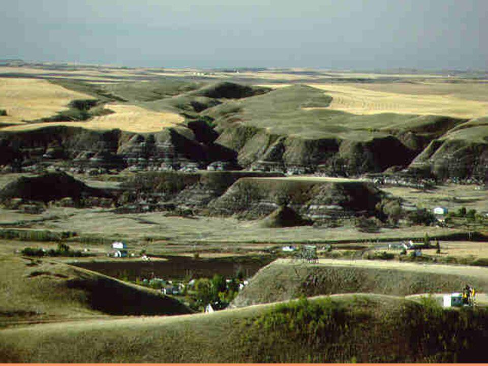 Terrasses étagées Ce type de terrasses implique des alternances de phases érosives très importantes et des phases de sédimentation moins importantes.
