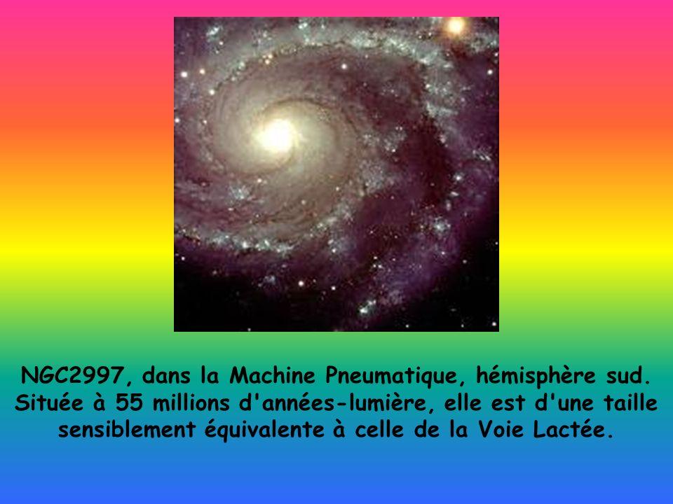 NGC2997, dans la Machine Pneumatique, hémisphère sud. Située à 55 millions d'années-lumière, elle est d'une taille sensiblement équivalente à celle de
