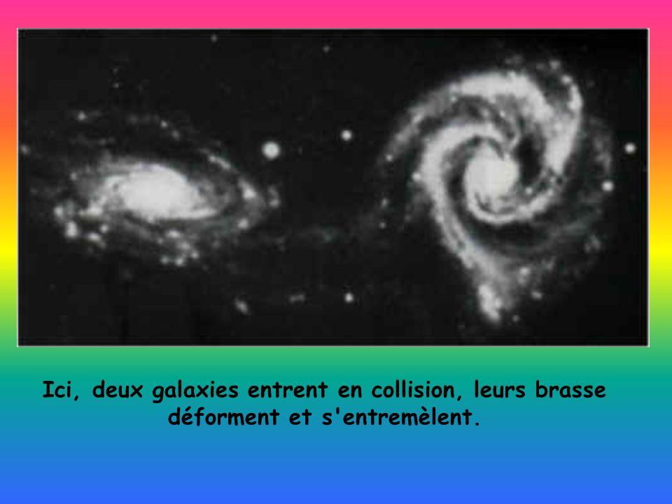Ici, deux galaxies entrent en collision, leurs brasse déforment et s'entremèlent.