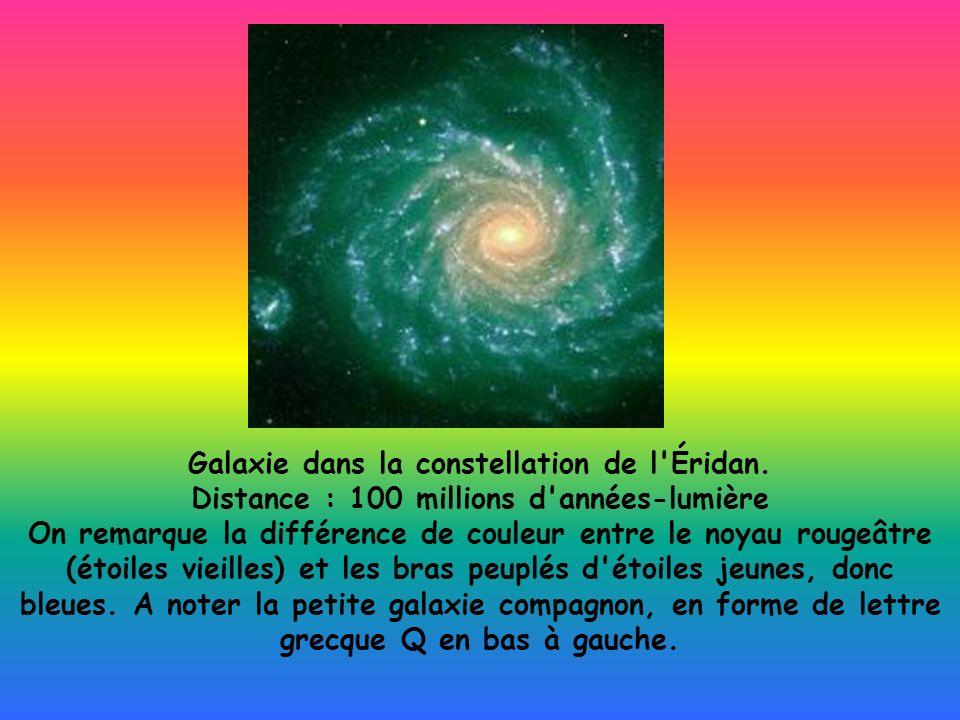 Galaxie dans la constellation de l'Éridan. Distance : 100 millions d'années-lumière On remarque la différence de couleur entre le noyau rougeâtre (éto