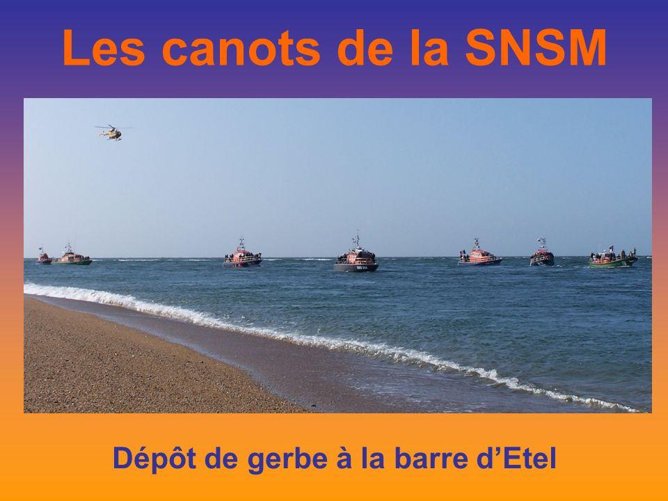 Les canots de la SNSM Dépôt de gerbe à la barre dEtel Commémoration du 50ème anniversaire Tragédie de la barre dEtel du 03 octobre 1958
