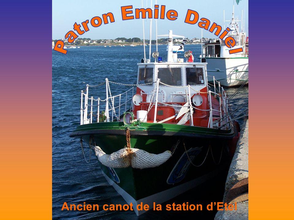 Ancien canot de la station dEtel