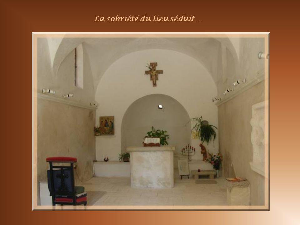 Sur le territoire de Croagnes, nous partirons de cette charmante chapelle, Sainte-Madeleine. Erigée au XVIIe siècle, Elle fut restaurée par un homme m