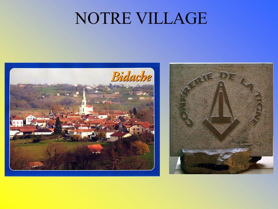 UNE FETE RENAIT La FETE des TAILLEURS de PIERRE et de la TIGNE Blotti au milieu des collines, en pays « Charnegou », BIDACHE, dérivé du basque : BIDE-AITZ-U (lieu du pays où la pierre abonde) a, depuis le néolithique exploité sa pierre, connue par les géologues du monde entier pour sa particularité.