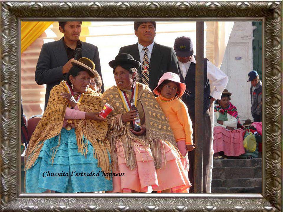 Chucuito, plaza de Armas cest la fête au village.