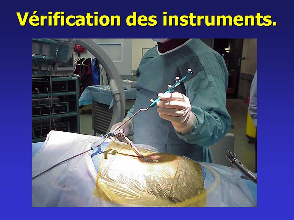 Vérification des instruments.