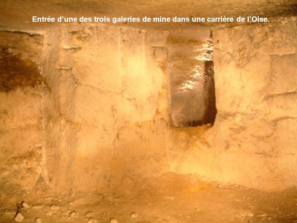 Si la majorité de départ des galeries se trouve dans les tranchées, soit par puits, soit par pente douce, il arrive de rencontrer des départs de galeries de mines à lintérieur même de carrières souterraines ou dabris.