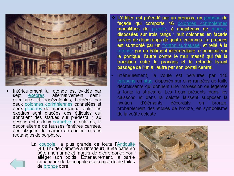 Lédifice est précedé par un pronaos, un portique de façade qui comporte 16 colonnes corinthiennes monolithes de granite, à chapiteaux de marbre, dispo
